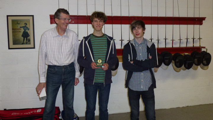 De winnaars van het Kapoentjestornooi. Van links naar rechts: 2/3 Omnisword en 1/3 DC Rheynaerde.